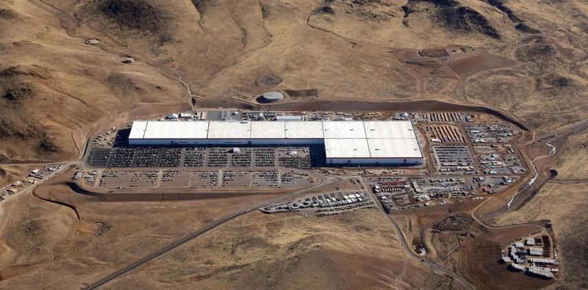 Tesla и Panasonic отложили планы по проекту Gigafactory