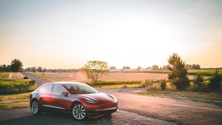 Tesla Model S загорелась на парковке в Китае (Видео)