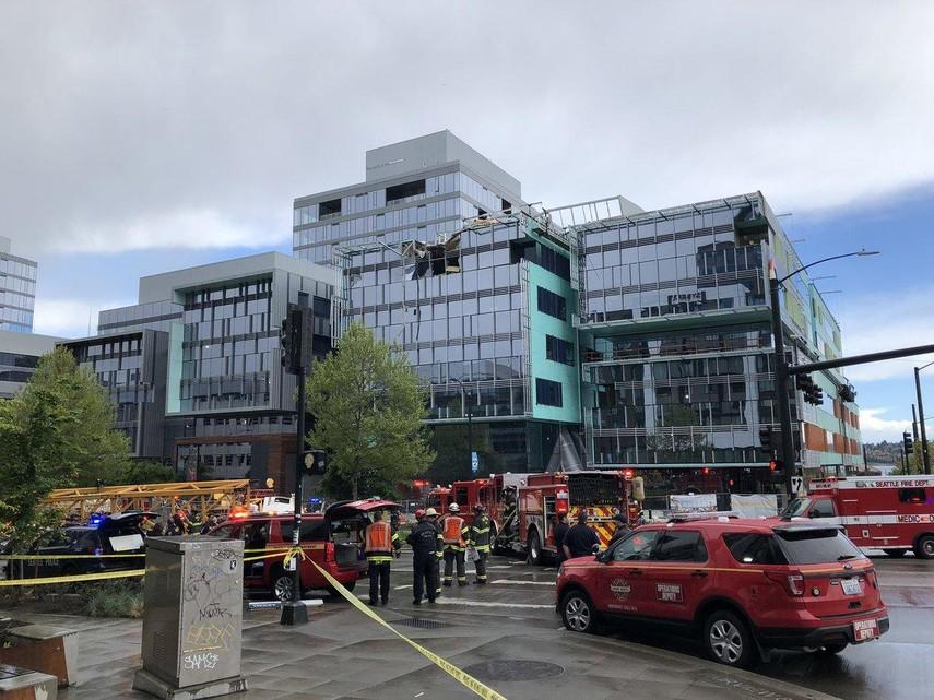 В Сиэтле строительный кран упал на автомобили, погибли четыре человека (Видео)