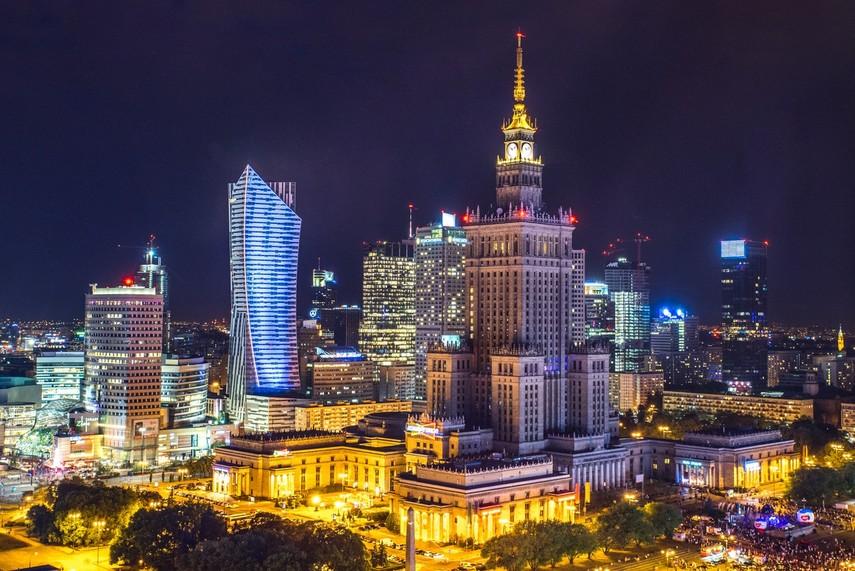 Польша предоставила всем детям право получать 500 злотых в месяц