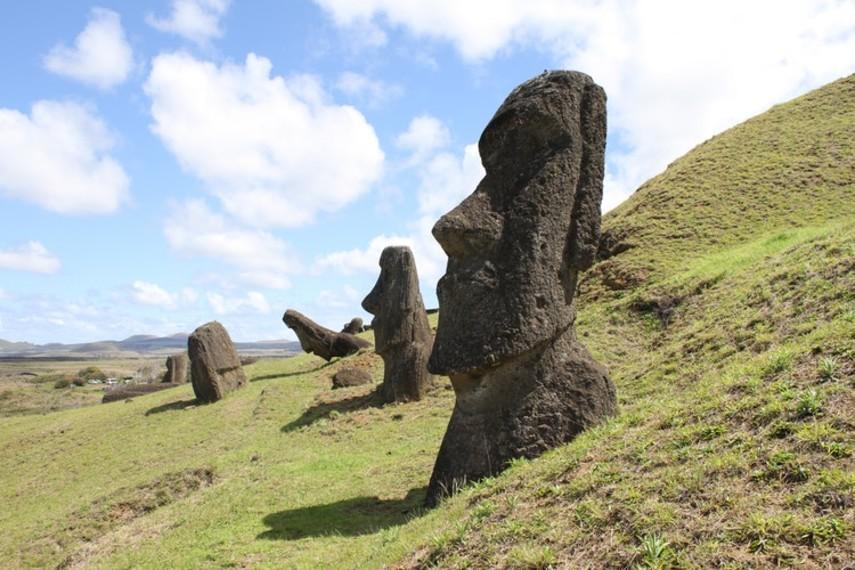 Знаменитые статуи на острове Пасхи разрушаются