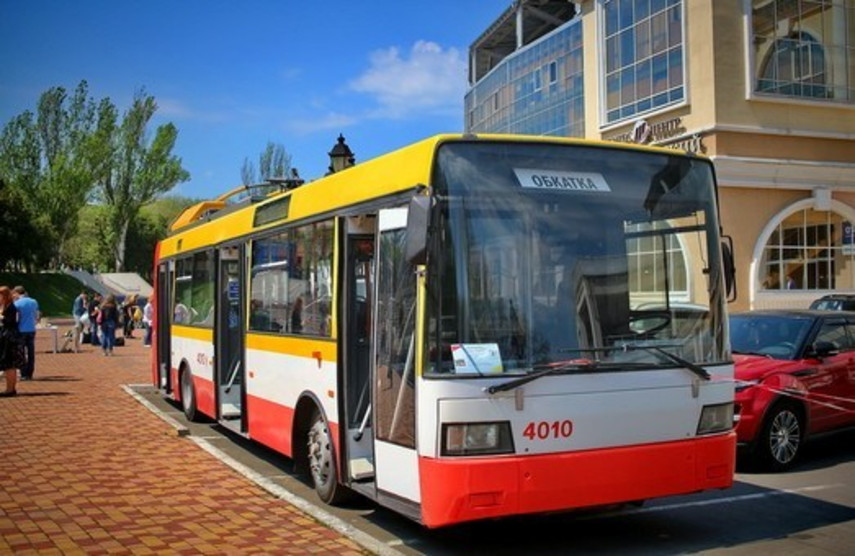 В Одессе представили троллейбус-электробус (Фото)