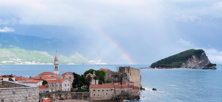 В этом году Голубым флагом отмечены 30 пляжей Черногории