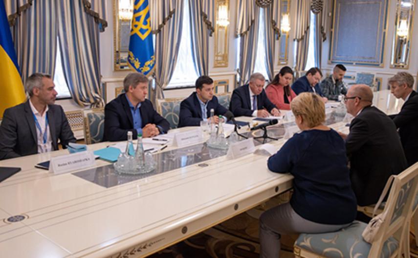 Зеленский встретился с миссией МВФ и подтвердил, что Украина будет сотрудничать с Фондом