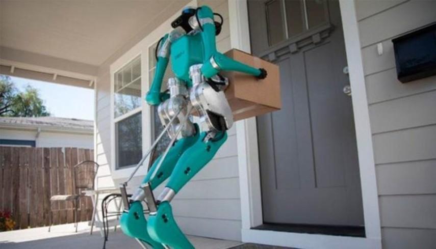 Ford тестирует роботов-курьеров