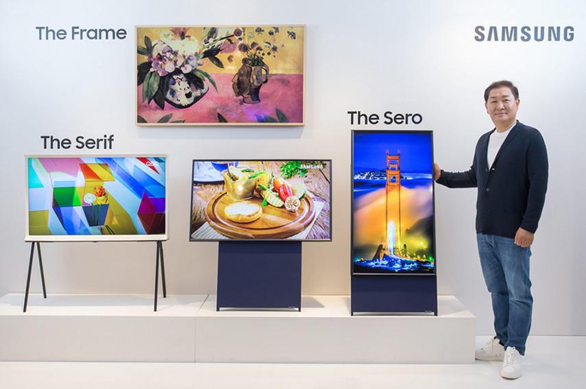 Samsung представила вертикальный телевизор, похожий на гигантский мартфон (Фото)