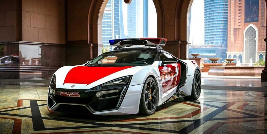 Автопарк полиции Дубая пополнился первым арабским суперкаром (Видео)
