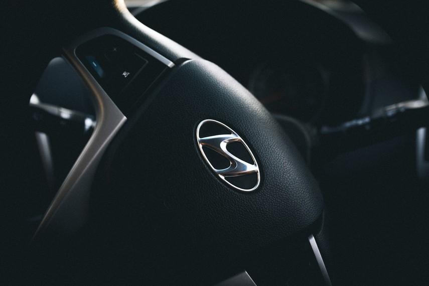 Омелян пригласил Hyundai наладить производство электрокаров в Украине