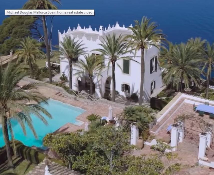 Майкл Дуглас продает поместье в Испании