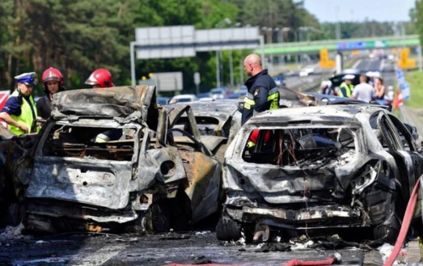 В Польше на автомагистрали столкнулось 7 автомобилей: 6 погибших