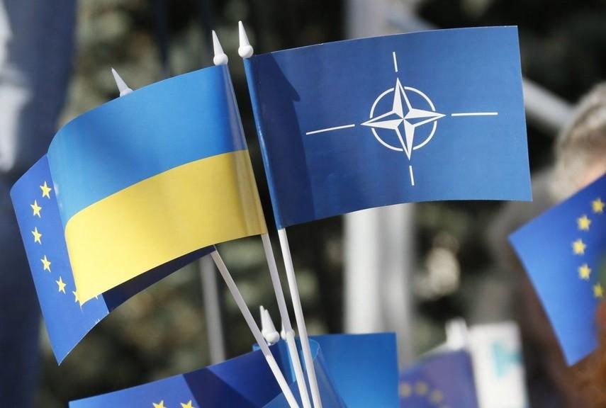 Более половины украинцев поддерживают вступление в ЕС и НАТО - соцопрос